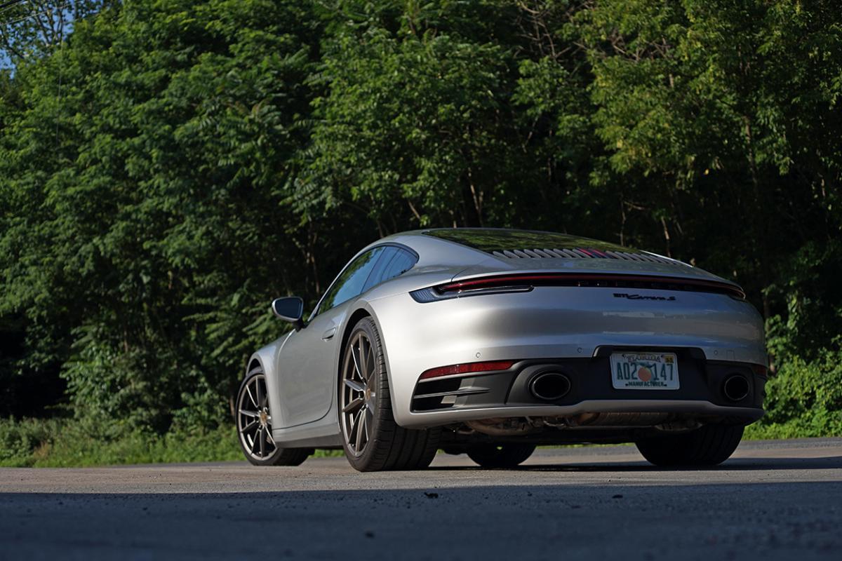 We drive a 2020 Porsche 911 Carrera S: Does a stick shift make it better?